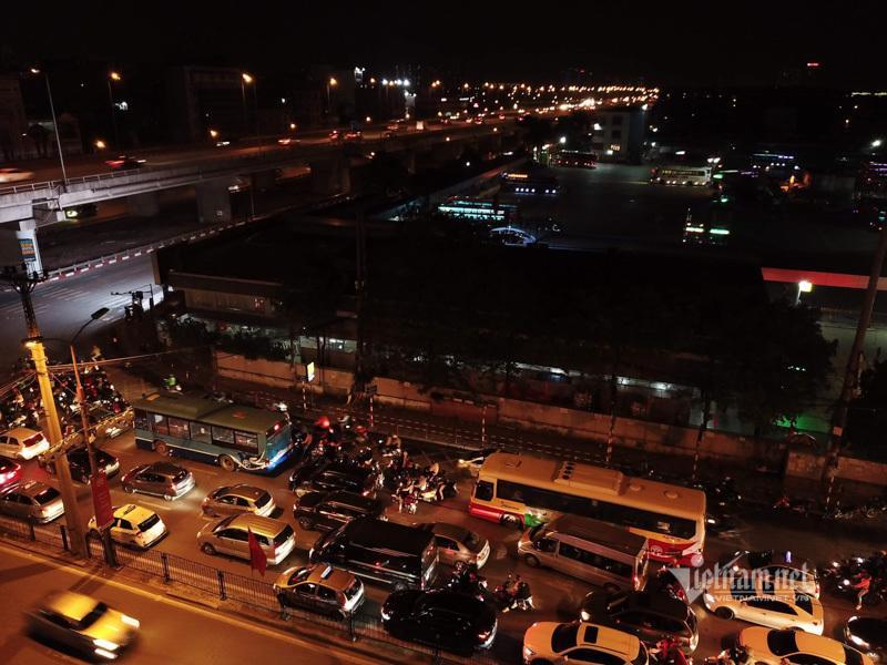 Tắc cao tốc đến nửa đêm, hết Tết đường về Hà Nội không êm như mơ Ảnh 13