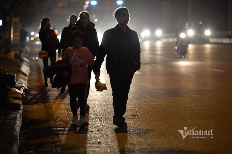 Tắc cao tốc đến nửa đêm, hết Tết đường về Hà Nội không êm như mơ Ảnh 9