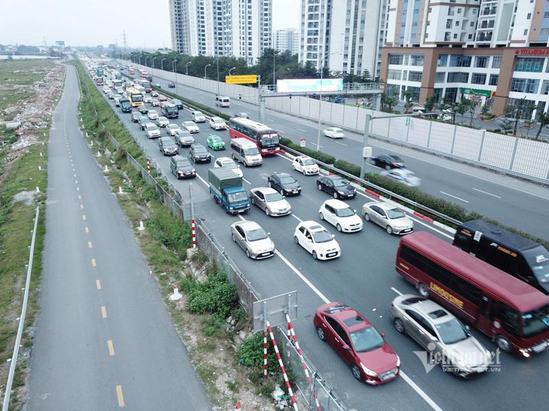 Tắc cao tốc đến nửa đêm, hết Tết đường về Hà Nội không êm như mơ Ảnh 2