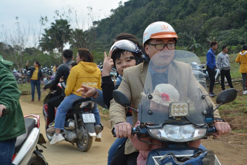 Hàng ngàn người đổ về bình nguyên xanh Khai Trung du xuân Ảnh 4