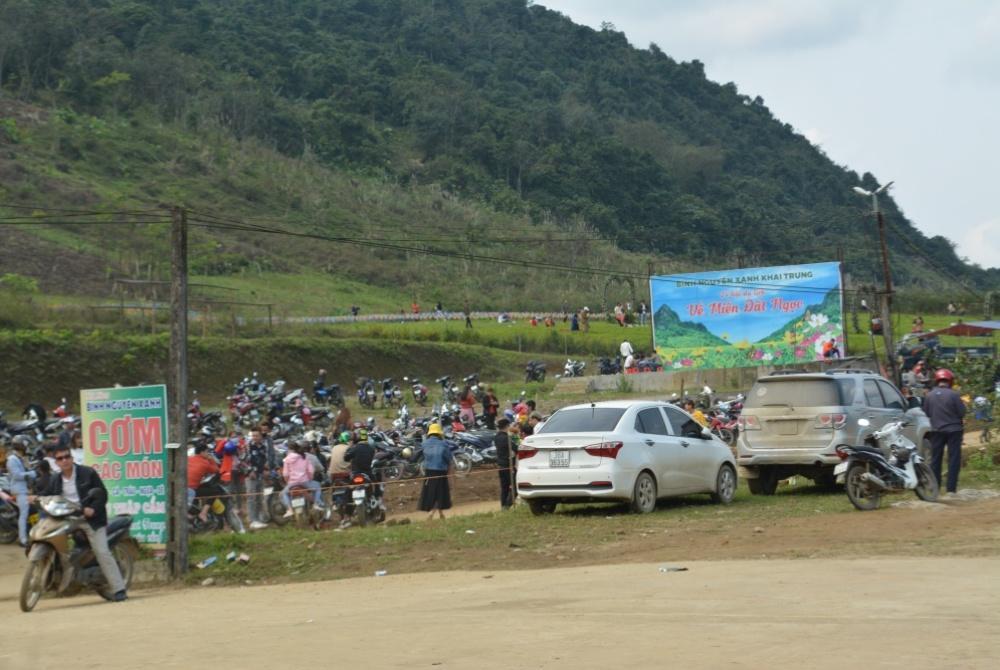 Hàng ngàn người đổ về bình nguyên xanh Khai Trung du xuân Ảnh 5