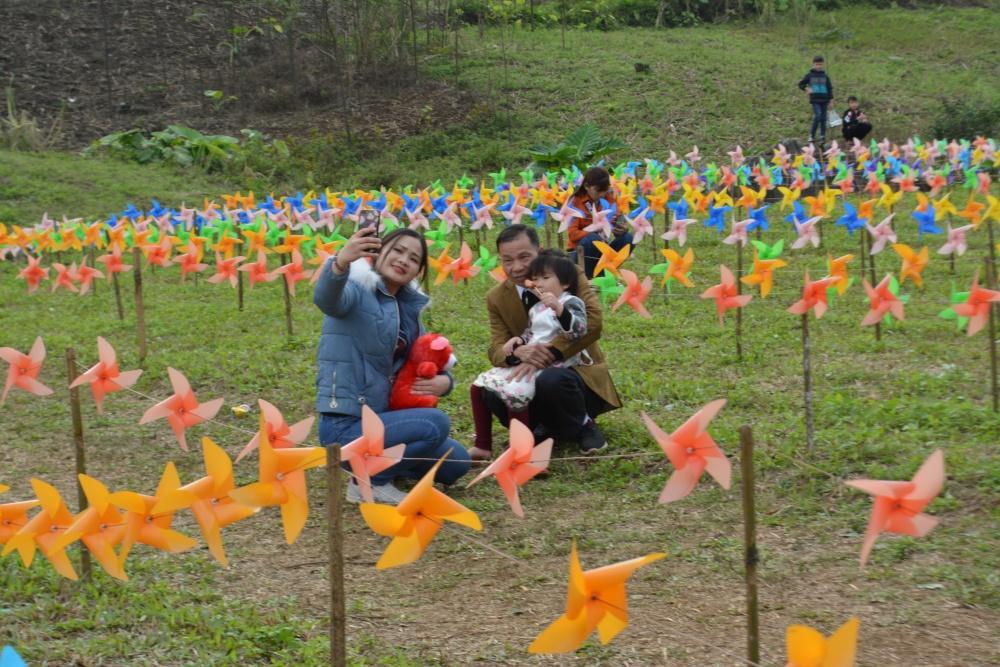 Hàng ngàn người đổ về bình nguyên xanh Khai Trung du xuân Ảnh 10