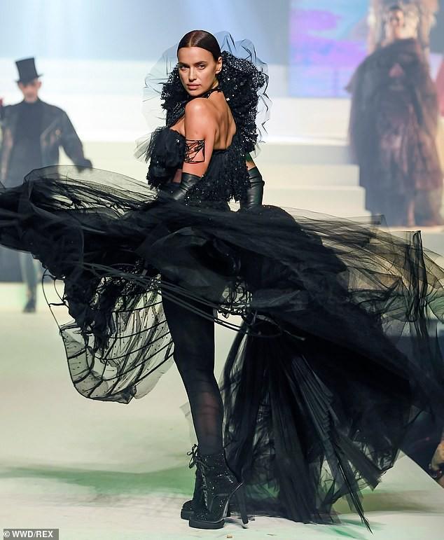 'Chân dài' Irina Shayk xinh đẹp, rạng rỡ đi mua sắm cùng mẹ Ảnh 4
