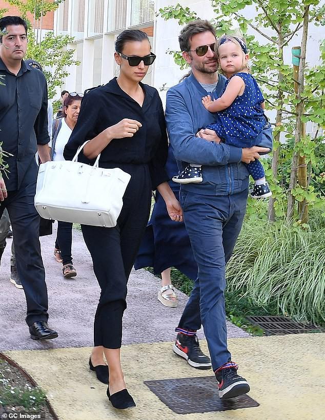 'Chân dài' Irina Shayk xinh đẹp, rạng rỡ đi mua sắm cùng mẹ Ảnh 5