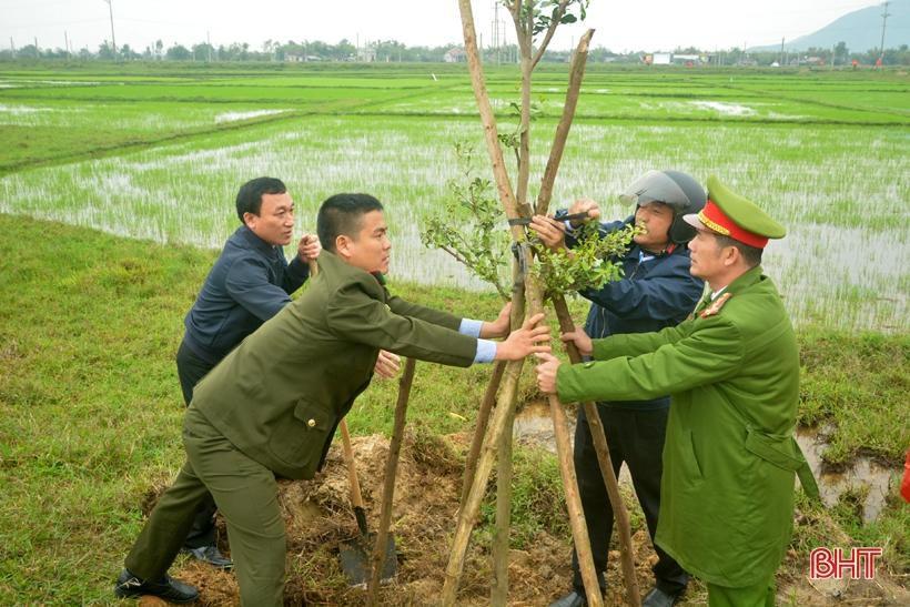 Phó Chủ tịch UBND tỉnh Hà Tĩnh chúc mừng chuyến tàu cập cảng Vũng Áng đầu năm mới Ảnh 8