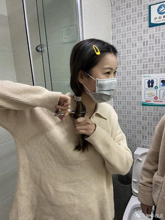 31 y tá tình nguyện cắt tóc để tiện chăm sóc bệnh nhân tại Vũ Hán Ảnh 5