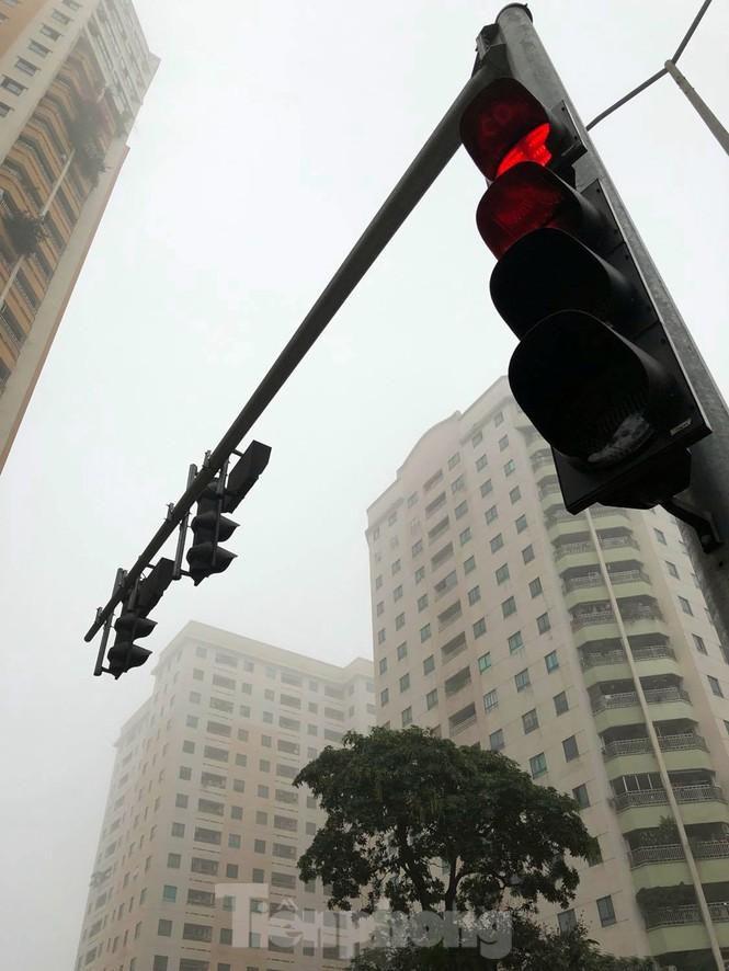 Thời tiết nồm ẩm, trời mù, tầm nhìn hạn chế trong ngày đầu tuần Ảnh 9