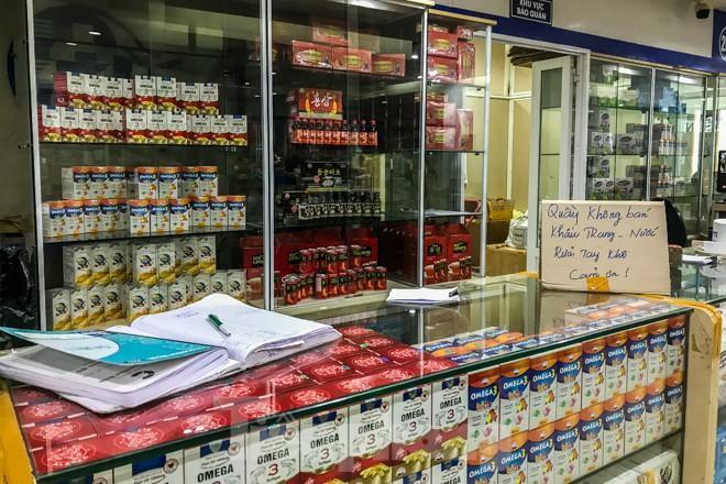 Giữa cơn sốt, chợ thuốc Hapulico đồng loạt treo biển 'không bán khẩu trang' Ảnh 5