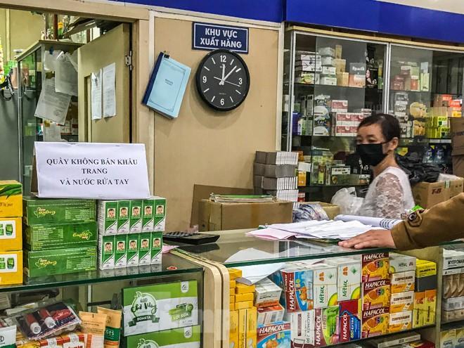 Giữa cơn sốt, chợ thuốc Hapulico đồng loạt treo biển 'không bán khẩu trang' Ảnh 11