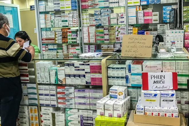 Giữa cơn sốt, chợ thuốc Hapulico đồng loạt treo biển 'không bán khẩu trang' Ảnh 9