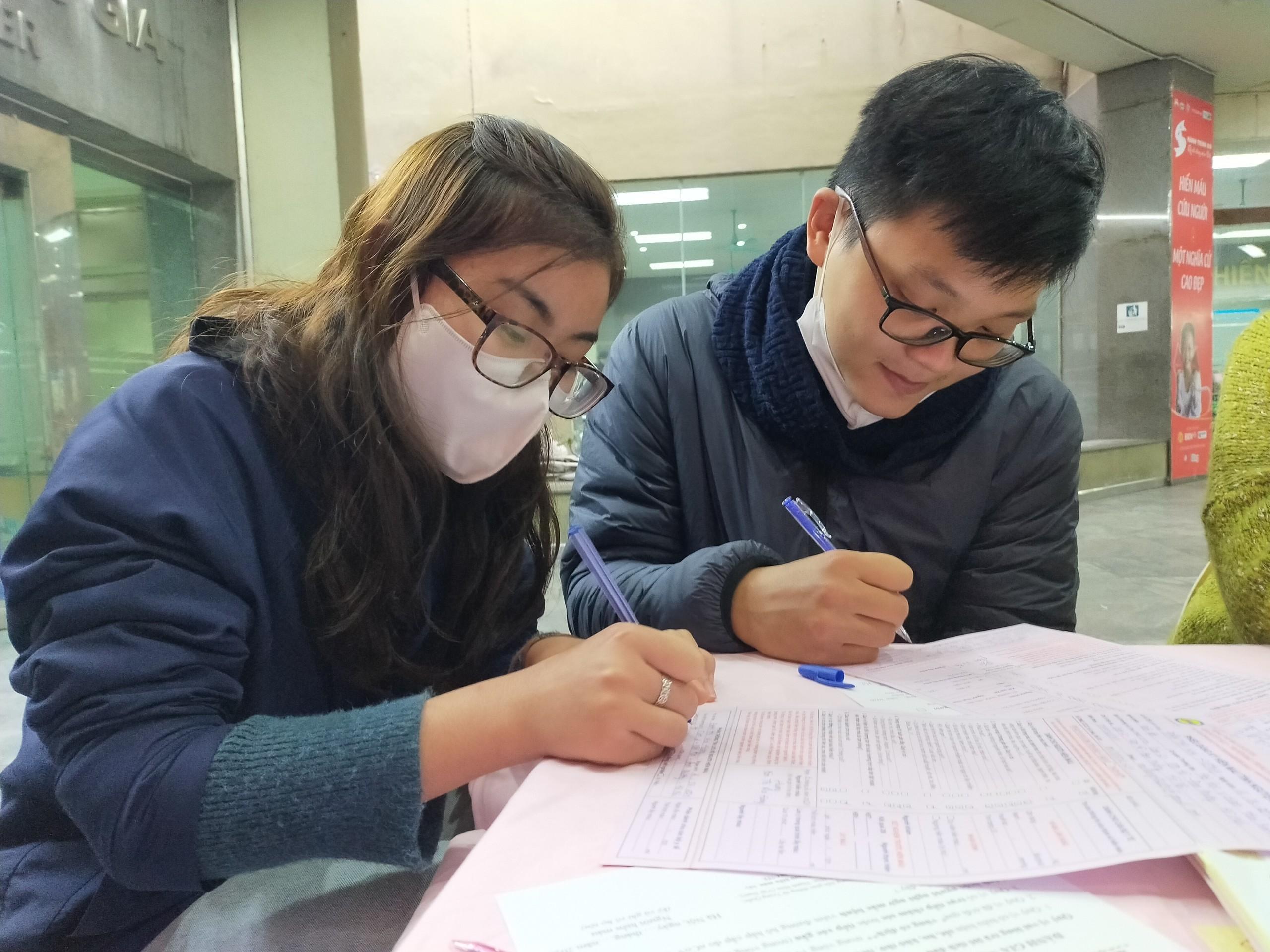 Bệnh viện thiếu máu, bạn trẻ không ngại dịch corona hiến máu tình nguyện Ảnh 5