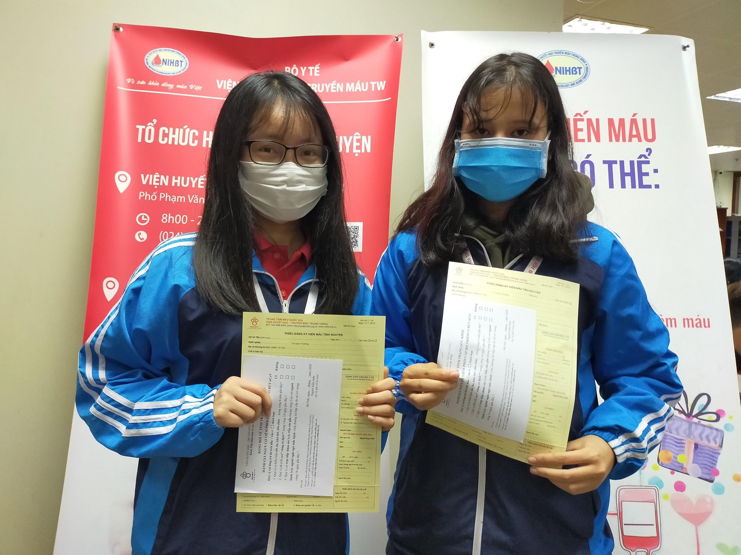 Bệnh viện thiếu máu, bạn trẻ không ngại dịch corona hiến máu tình nguyện Ảnh 2