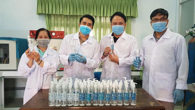 Đà Nẵng: Trường đại học tự chế nước rửa tay phòng dịch Corona Ảnh 2