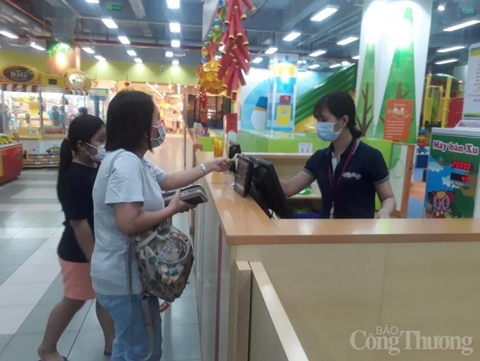 Nhiều điểm vui chơi, mua sắm ở Sài Gòn vắng vẻ vì dịch corona Ảnh 8