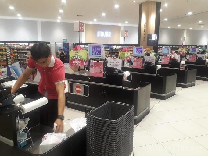 Nhiều điểm vui chơi, mua sắm ở Sài Gòn vắng vẻ vì dịch corona Ảnh 5