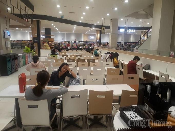 Nhiều điểm vui chơi, mua sắm ở Sài Gòn vắng vẻ vì dịch corona Ảnh 4
