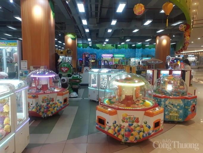 Nhiều điểm vui chơi, mua sắm ở Sài Gòn vắng vẻ vì dịch corona Ảnh 10
