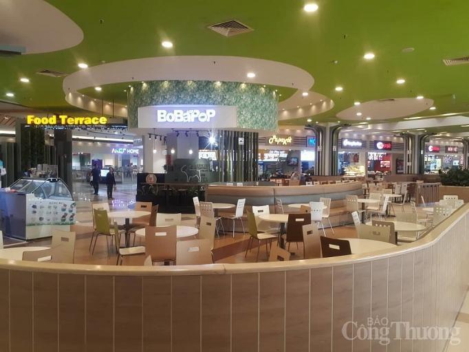 Nhiều điểm vui chơi, mua sắm ở Sài Gòn vắng vẻ vì dịch corona Ảnh 1