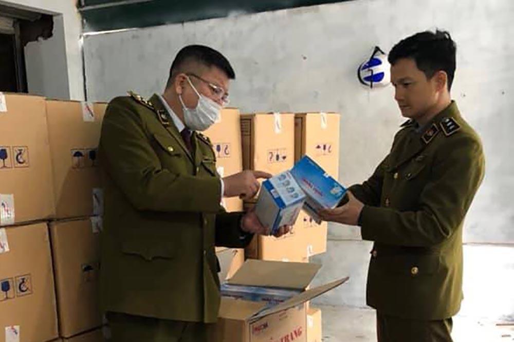 Tịch thu 10 vạn khẩu trang y tế trong biệt thự ở Hà Nội Ảnh 1