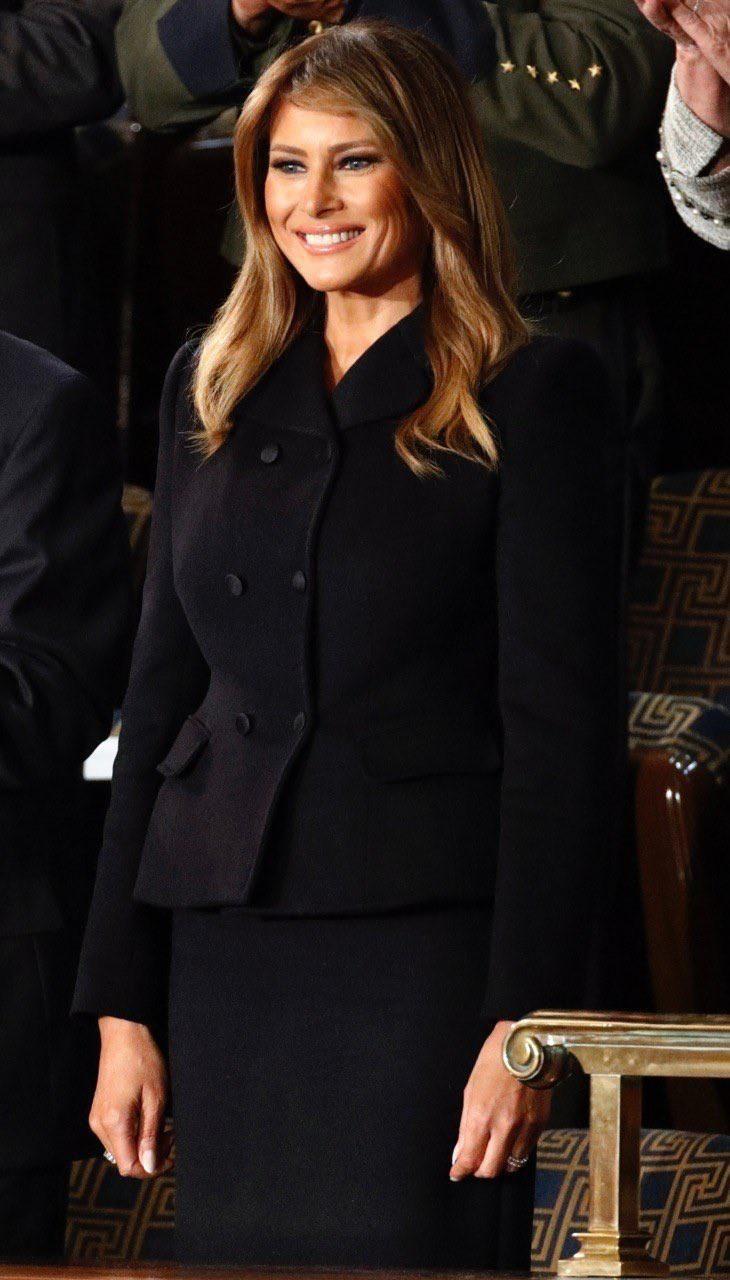 Mặc rất đẹp, nhưng tại sao trang phục của bà Melania Trump vẫn bị soi mói? Ảnh 1