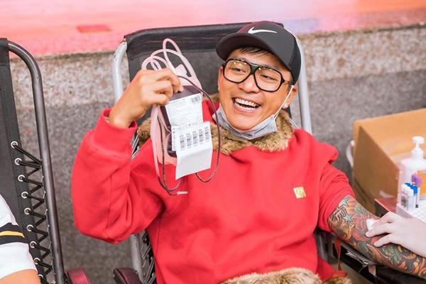Hình ảnh đẹp, hàng nghìn người xếp hàng giải cứu thiếu máu Ảnh 7