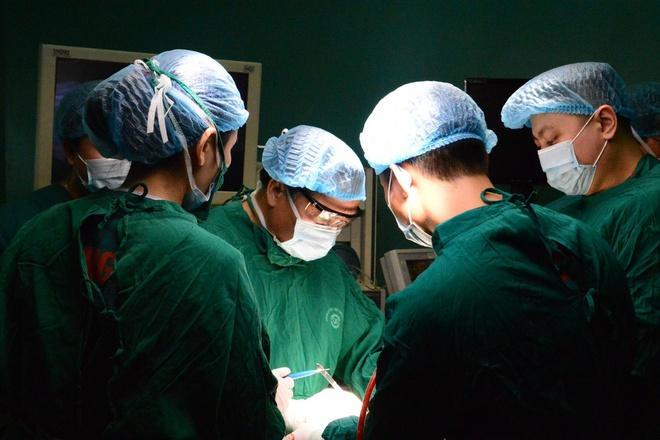 5 chị em cùng mắc bệnh tuyến giáp, 2 người bị ung thư Ảnh 1