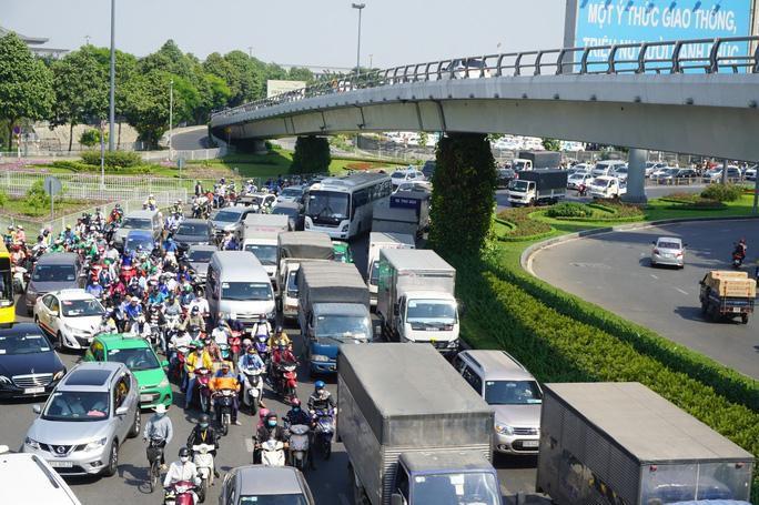 TP HCM gấp rút nghiên cứu hạn chế xe chở hàng lưu thông vào ban ngày Ảnh 1