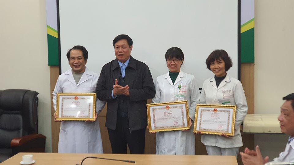 Bộ Y tế trao Bằng khen tặng tập thể, cá nhân có thành tích xuất sắc trong phòng chống dịch nCoV Ảnh 1