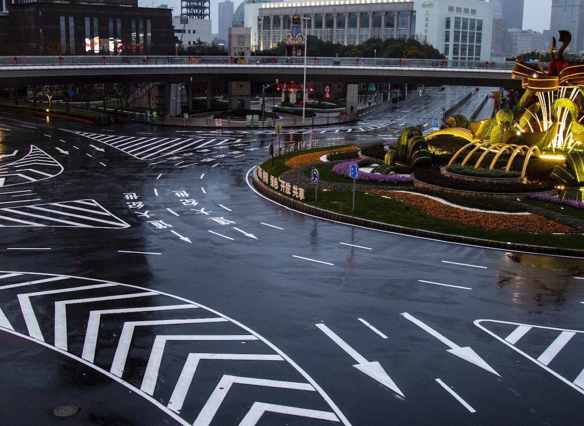 Thành phố Thượng Hải ' không bao giờ ngủ' bỗng thành 'thị trấn ma' giữa đại dịch virus corona Ảnh 12