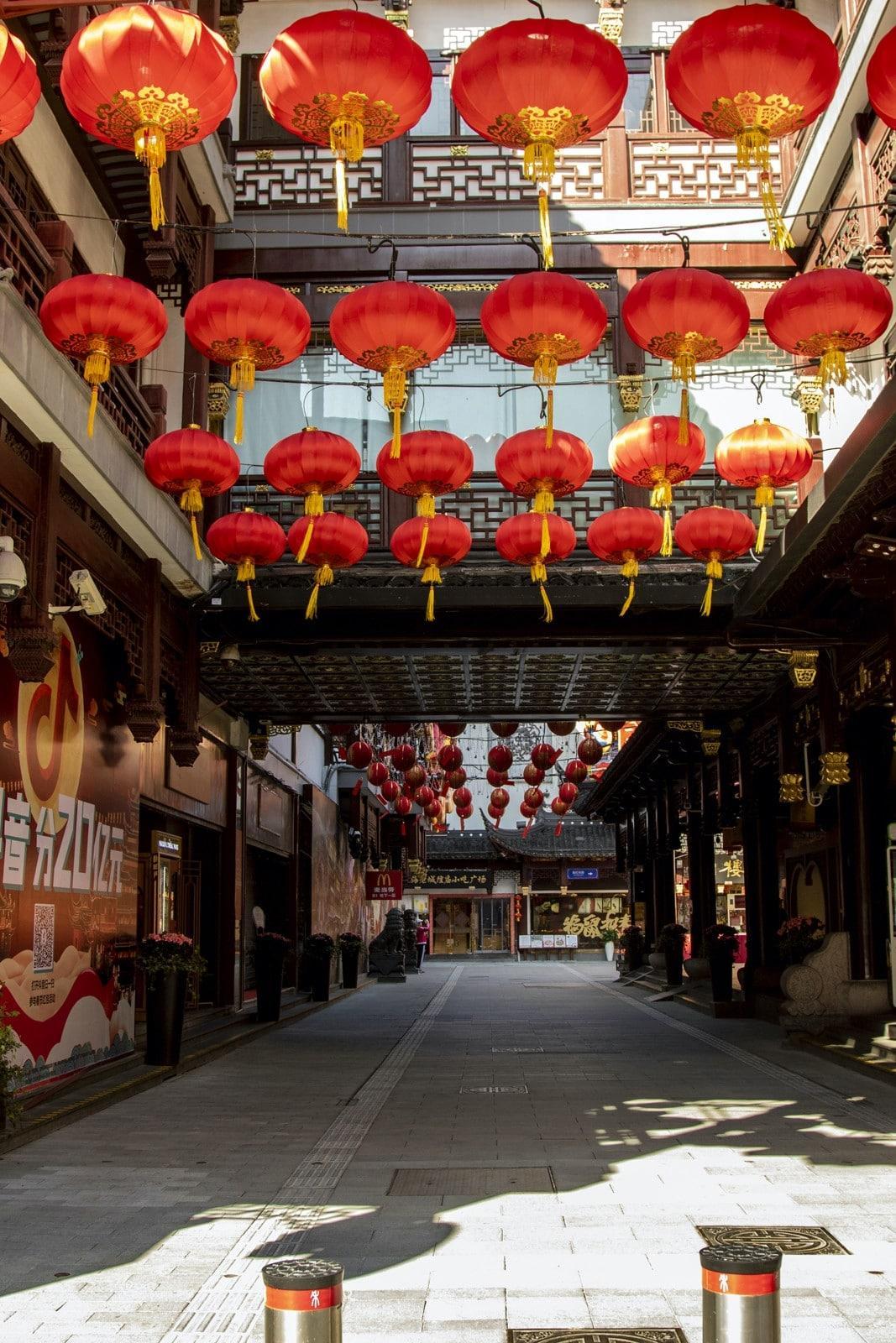 Thành phố Thượng Hải ' không bao giờ ngủ' bỗng thành 'thị trấn ma' giữa đại dịch virus corona Ảnh 14