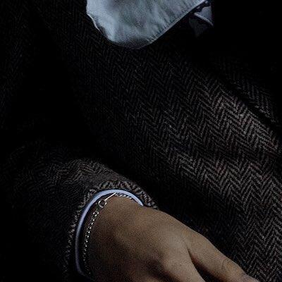 Khám phá 10 chi tiết nhỏ gây hoang mang trong ảnh chụp concept mới của BTS Ảnh 5