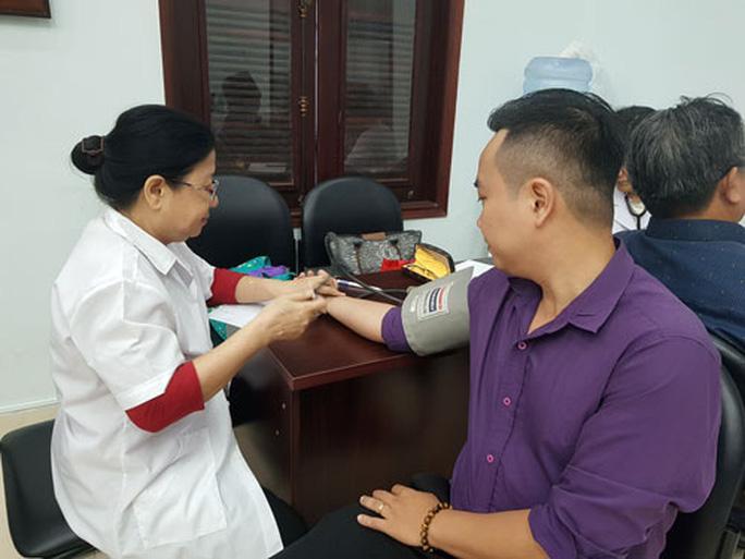 Vận động CNVC-LĐ hiến máu cứu người Ảnh 1