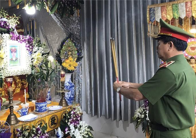 Đối tượng tông tử vong CSGT ở Hóc Môn 'dính' tội gì? Ảnh 1
