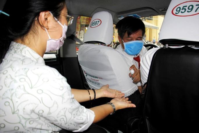 Nhân viên văn phòng Vinasun tự nguyện giảm lương để chia sẻ khó khăn với lái xe taxi Ảnh 2