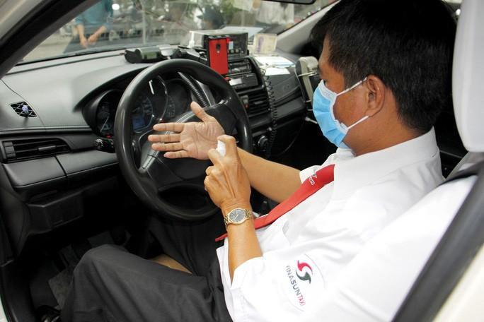 Nhân viên văn phòng Vinasun tự nguyện giảm lương để chia sẻ khó khăn với lái xe taxi Ảnh 1