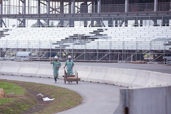 Cận cảnh không khí gấp rút thi công hạ tầng phục vụ Giải F1 Ảnh 6