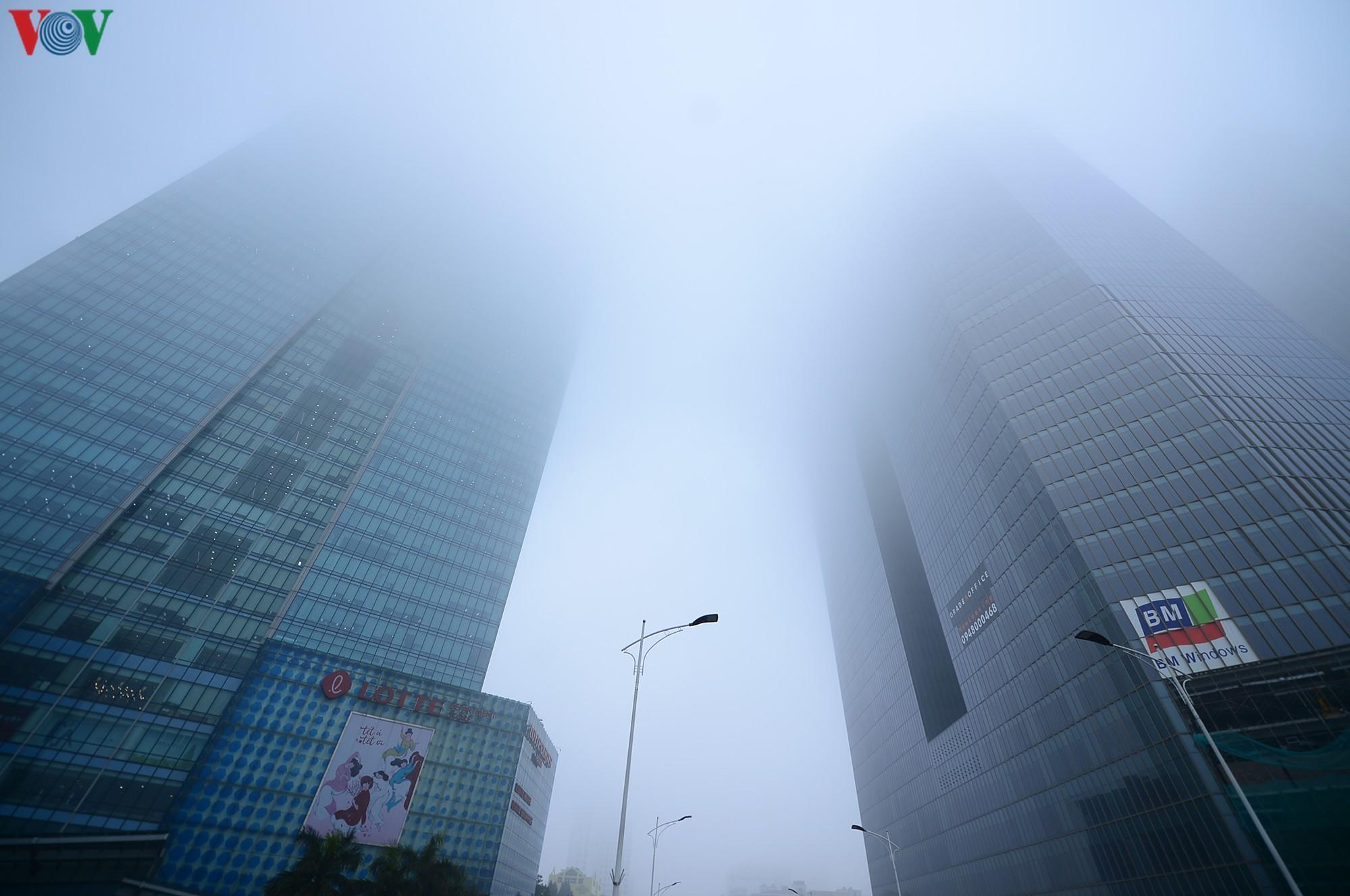 Hà Nội lại chìm trong sương mù dày đặc Ảnh 16
