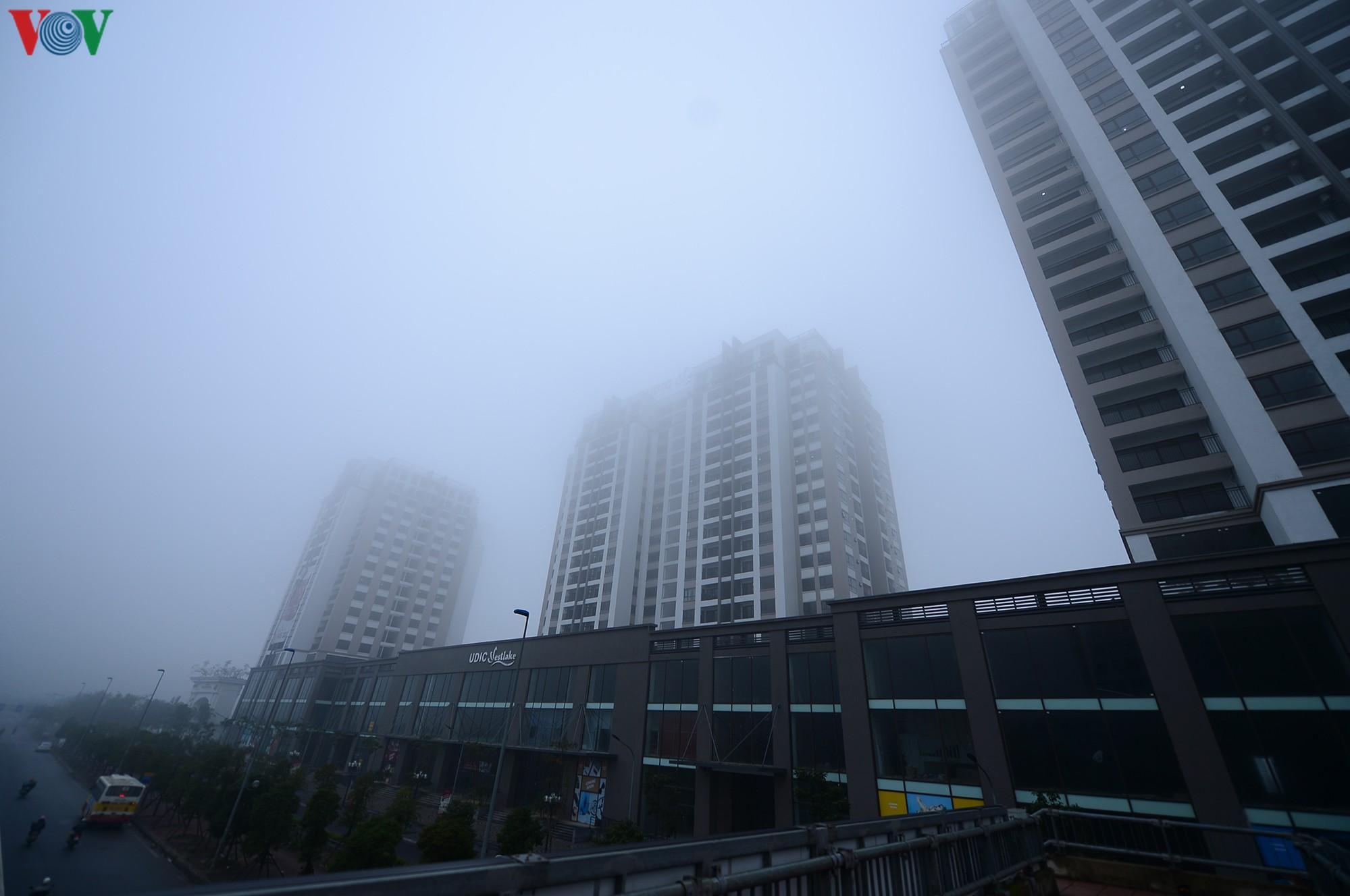 Hà Nội lại chìm trong sương mù dày đặc Ảnh 3