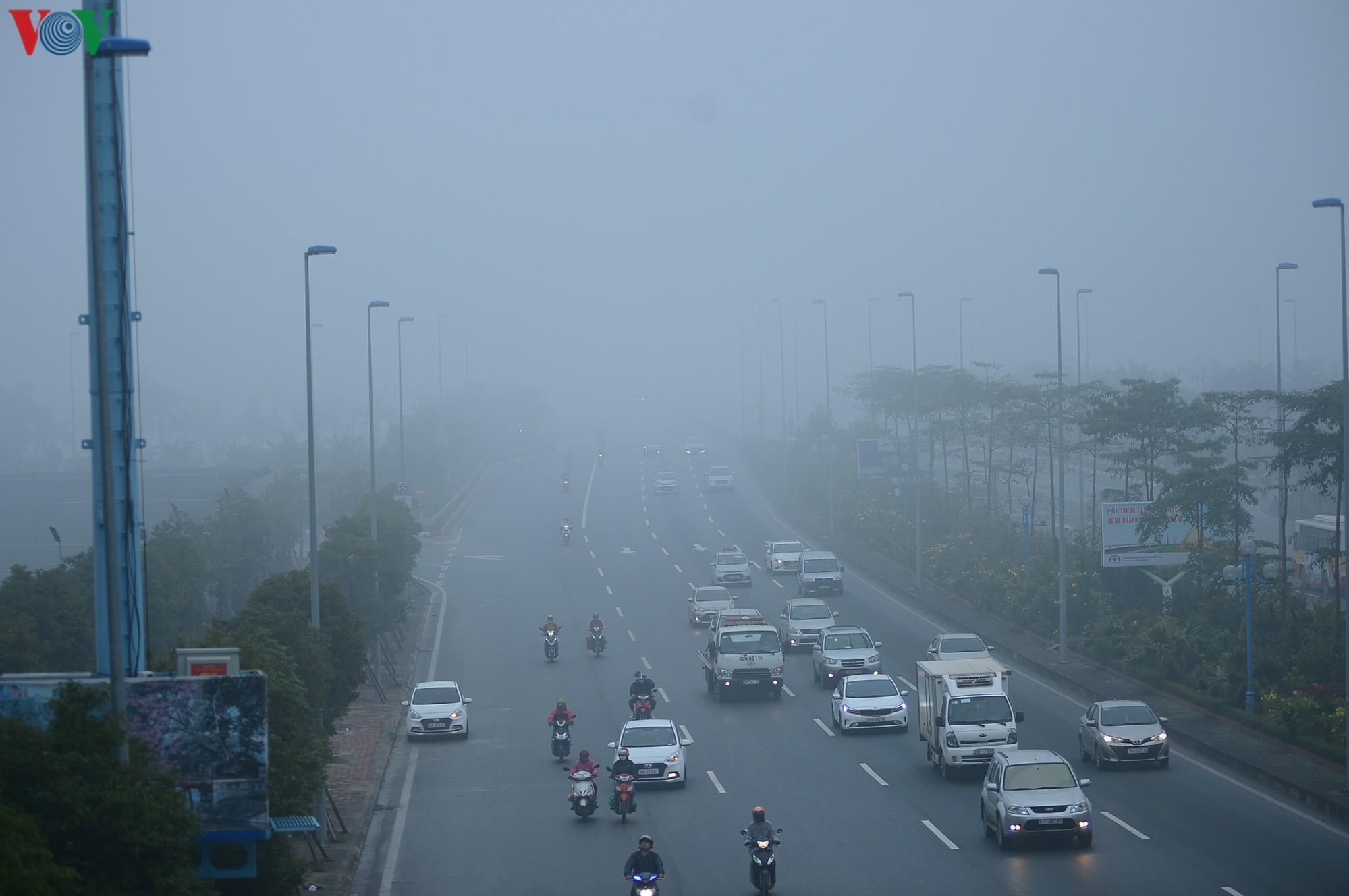 Hà Nội lại chìm trong sương mù dày đặc Ảnh 5