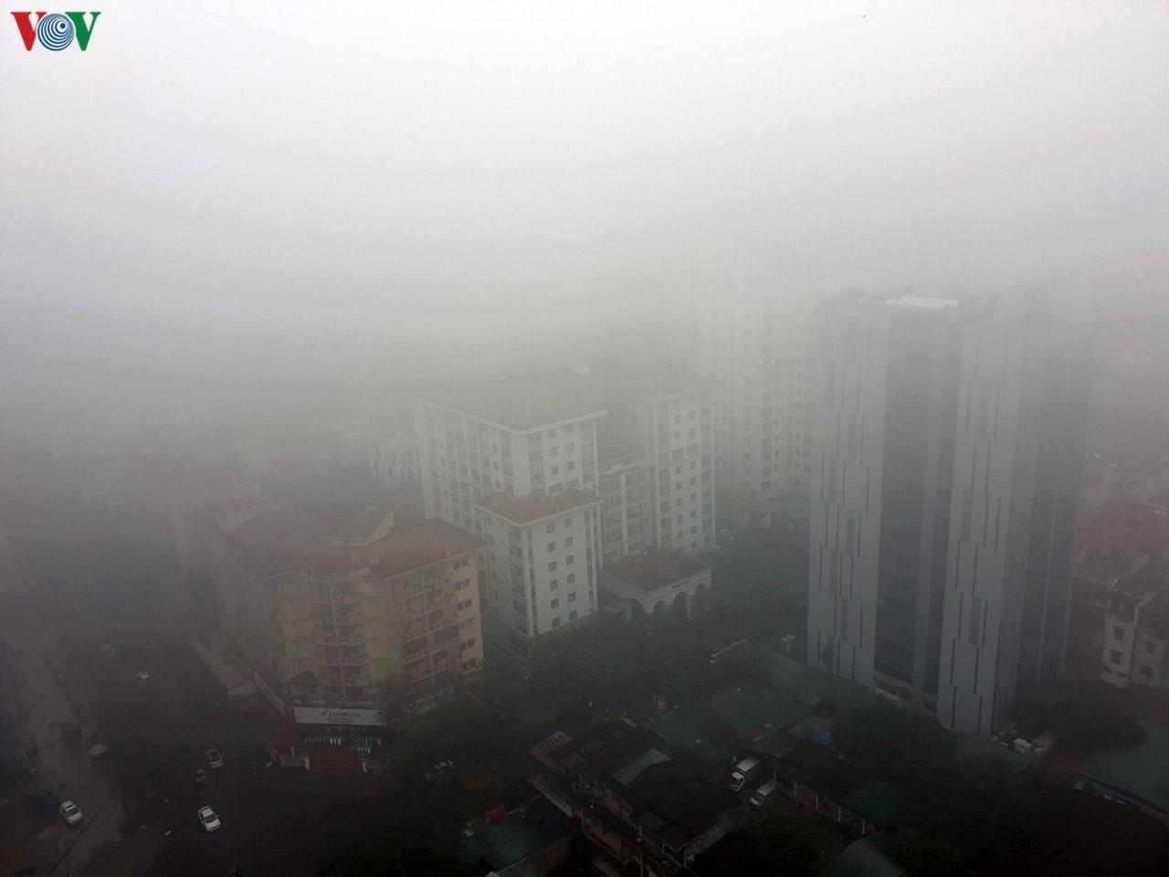 Hà Nội lại chìm trong sương mù dày đặc Ảnh 2