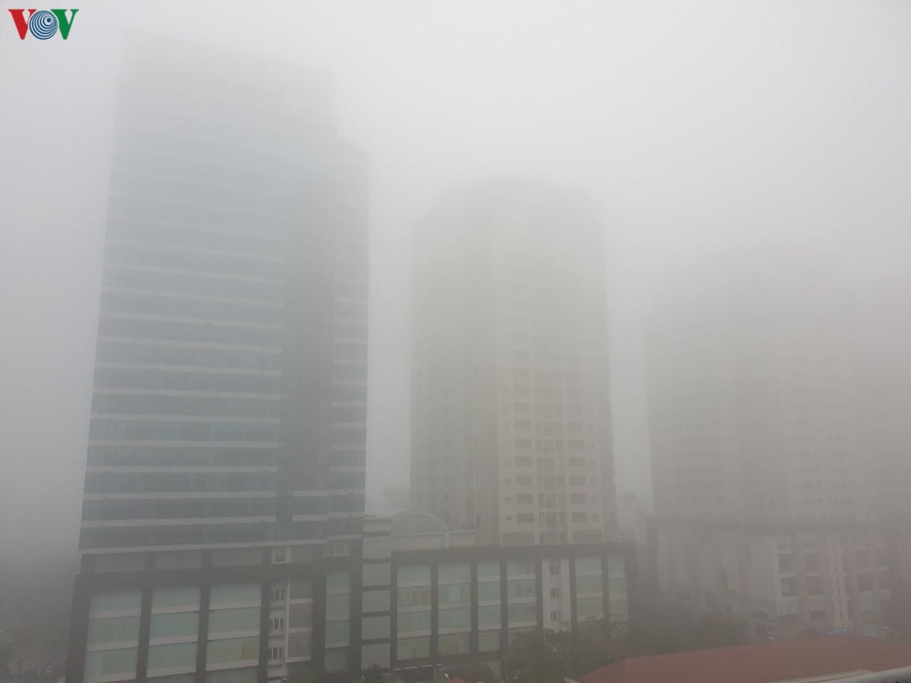 Hà Nội lại chìm trong sương mù dày đặc Ảnh 4