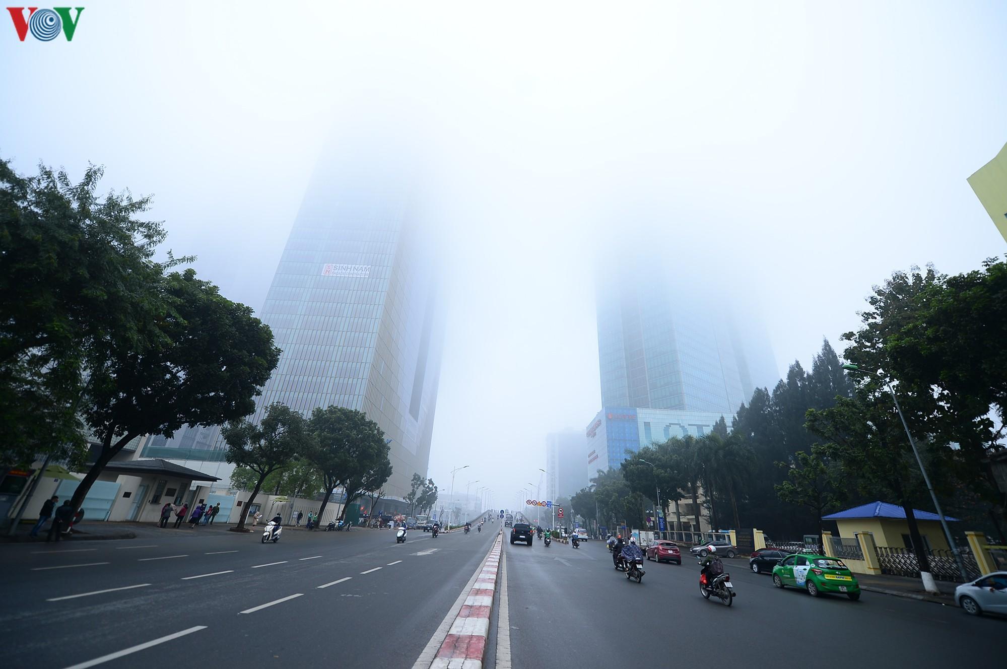 Hà Nội lại chìm trong sương mù dày đặc Ảnh 1