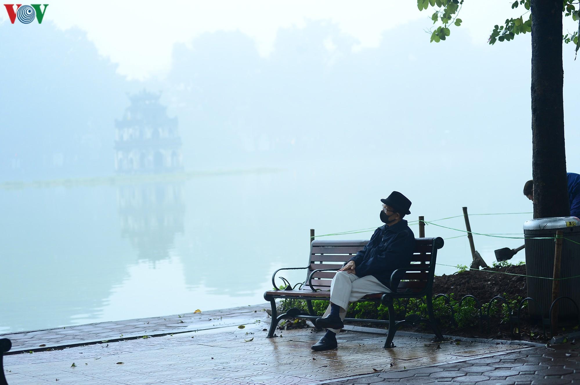 Hà Nội lại chìm trong sương mù dày đặc Ảnh 13