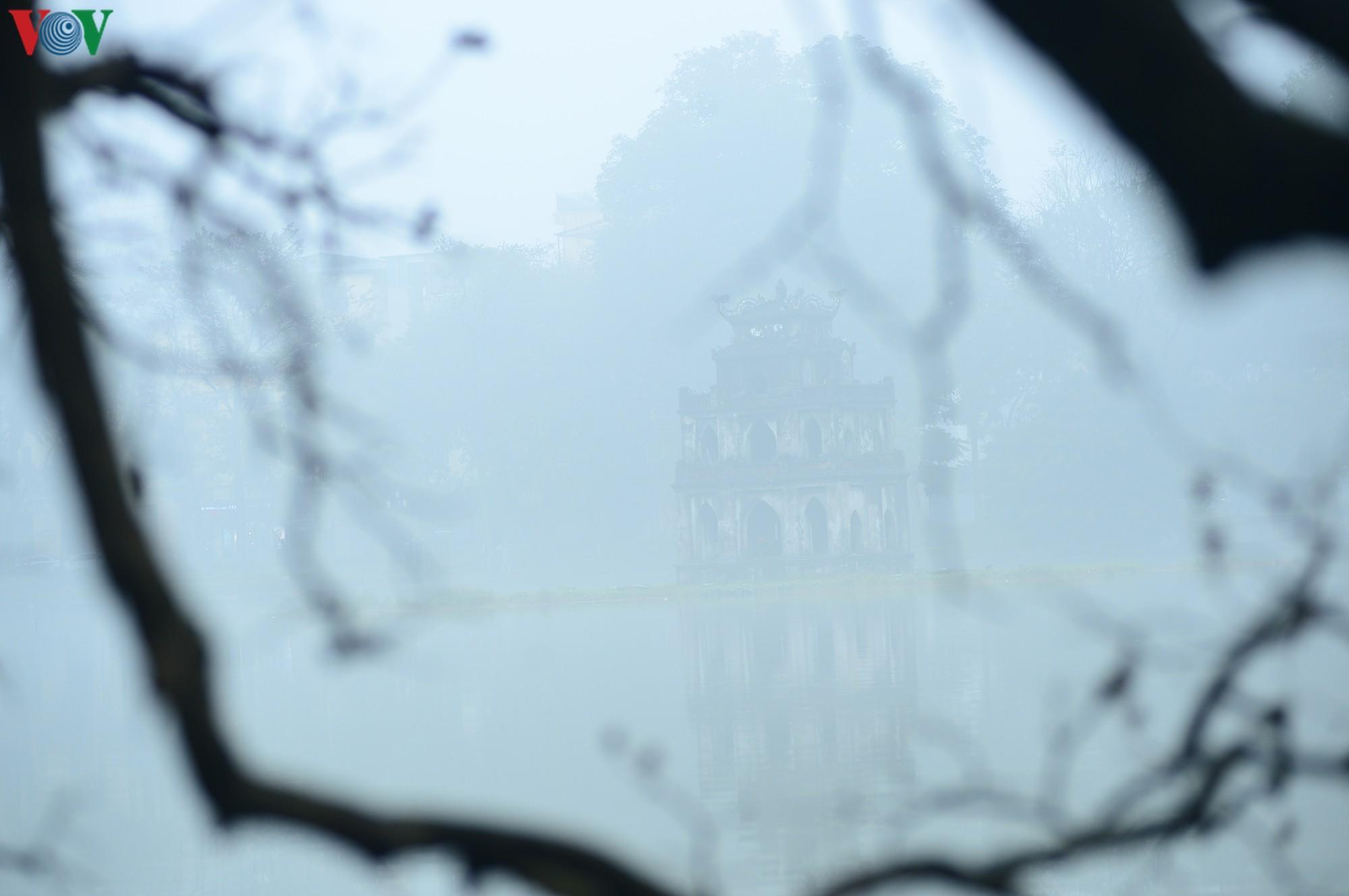 Hà Nội lại chìm trong sương mù dày đặc Ảnh 14