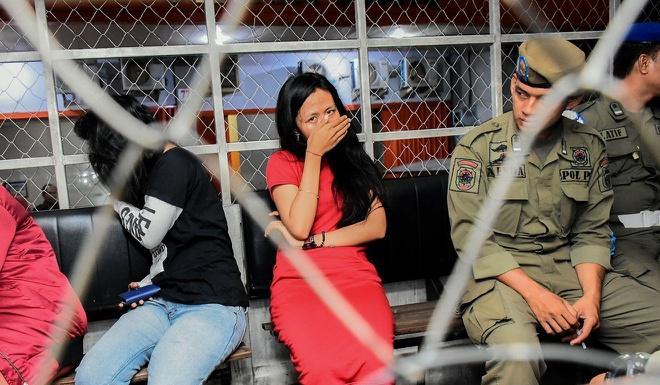 Indonesia đột kích nhà nghỉ, giáo huấn nhiều cặp đôi dịp lễ tình nhân Ảnh 1