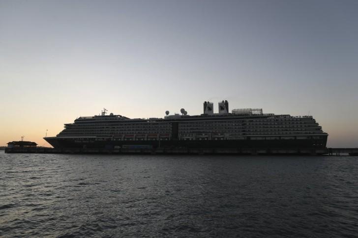 Những lưu ý giúp du khách bảo vệ sức khỏe và an toàn khi du lịch trên du thuyền Ảnh 1