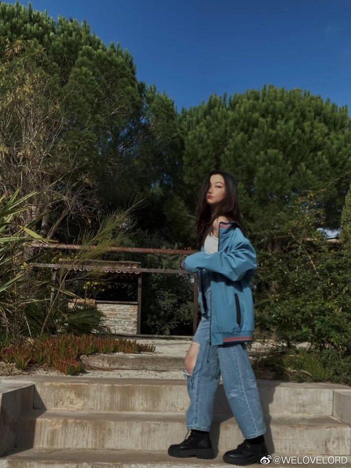 Con gái Vương Phi - Lý Yên tự tin khoe phong cách trưởng thành, gợi cảm khi chỉ mới 13 tuổi Ảnh 3