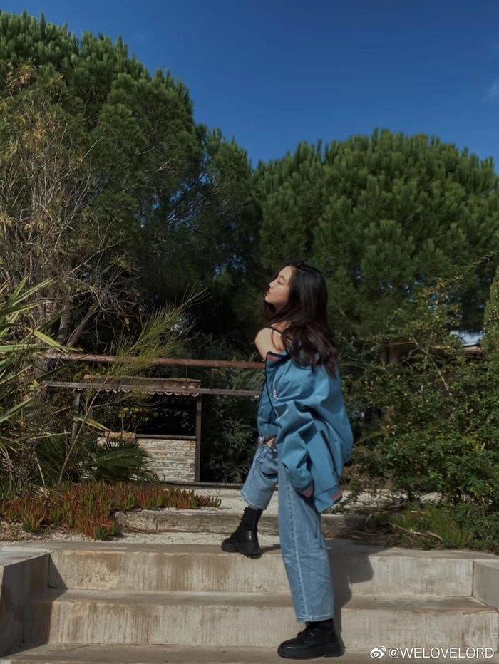 Con gái Vương Phi - Lý Yên tự tin khoe phong cách trưởng thành, gợi cảm khi chỉ mới 13 tuổi Ảnh 2