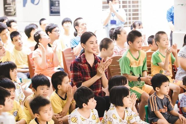 Hoa hậu Tiểu Vy mộc mạc tham gia hiến máu Ảnh 3