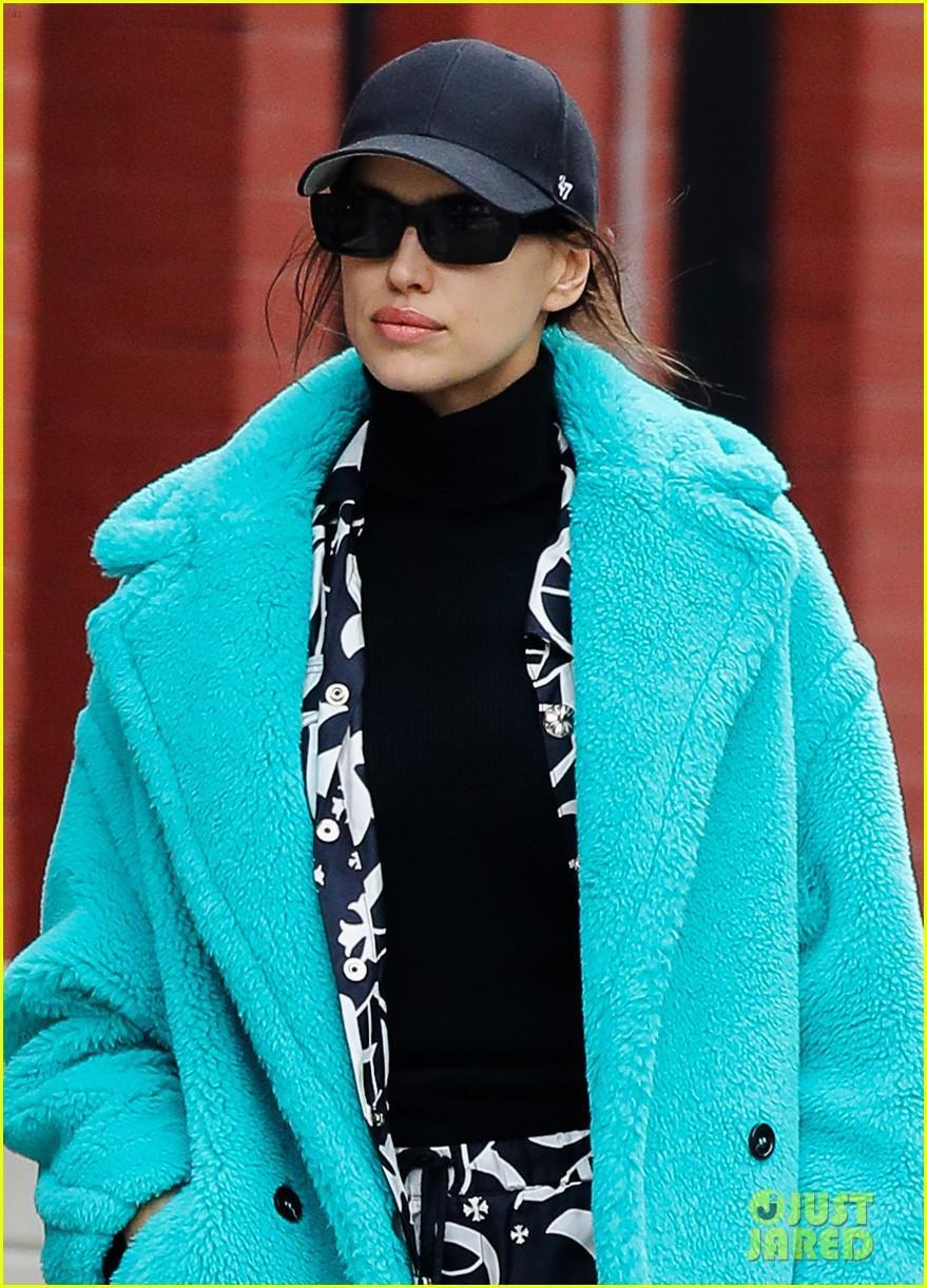 Irina Shayk đẹp hút mắt khi ra phố trong tiết trời giá lạnh Ảnh 2